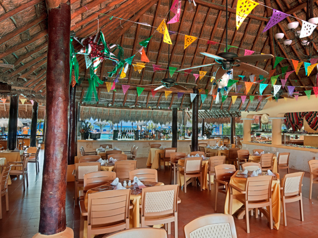 Cozumel All Inclusive Pass Snack Bar at the Best Cozumel Resort